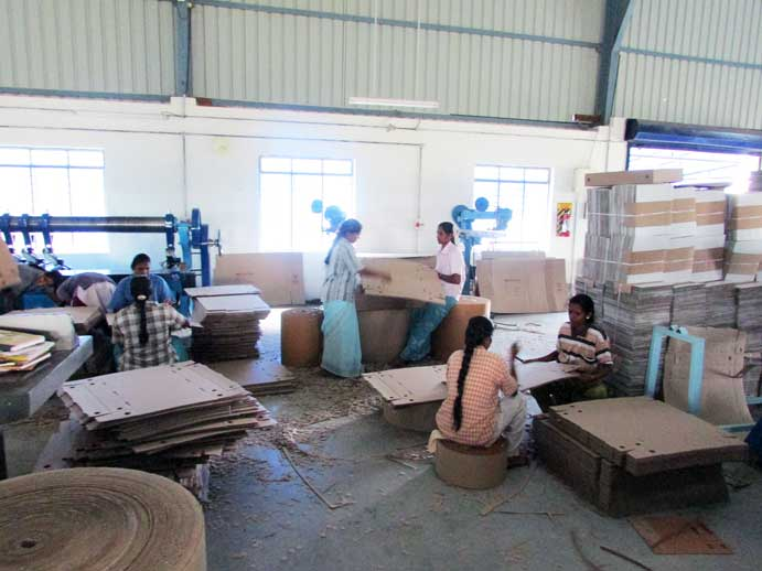Harini Packs Team Manufacturing Corrugated Boxes
